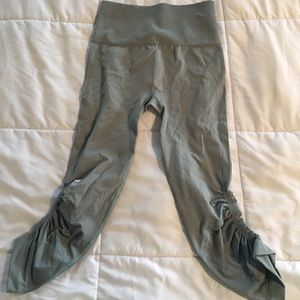 Lululemon crops New Without Tags
